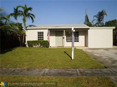 Oakland Park Single Family Home For Sale: 5249 NE 1st Ter