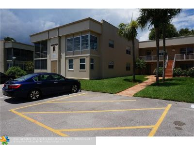 Delray Beach Condo/Townhouse For Sale: 852 Normandy R #852