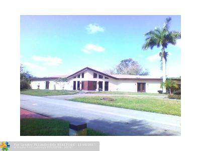 Tamarac Single Family Home For Sale: 5105 White Oak Ln