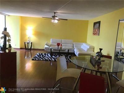 Hallandale Condo/Townhouse For Sale: 600 Parkview Dr #811