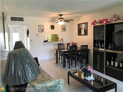 Lauderdale Lakes Condo/Townhouse For Sale: 5061 W Oakland Park Blvd #212
