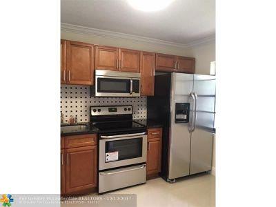 Boca Raton Condo/Townhouse For Sale: 7944 Eastlake Dr #17-D