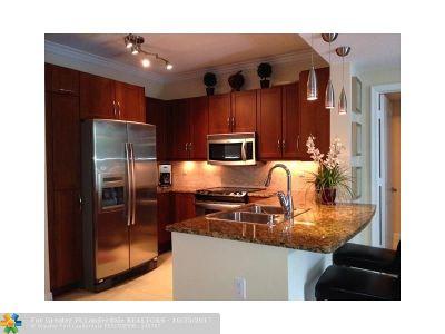 Boynton Beach Condo/Townhouse For Sale: 450 N Federal Hwy #710n