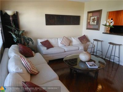 Deerfield Beach Condo/Townhouse For Sale: 3010 Cambridge A #3010