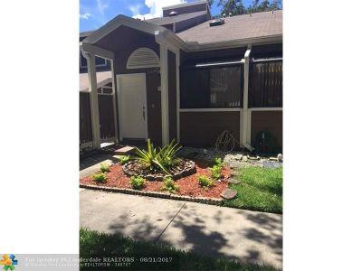 North Lauderdale Condo/Townhouse For Sale: 7134 Sportsmans Drve #7134