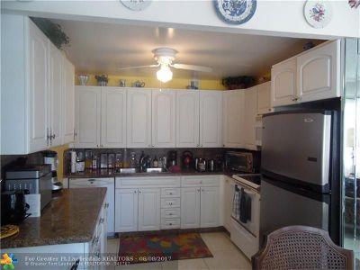 Deerfield Beach Condo/Townhouse For Sale: 2075 Ventnor P #2075