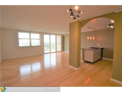 Fort Lauderdale Condo/Townhouse For Sale: 2881 NE 33rd Ct #10B