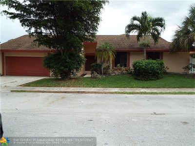 Tamarac Single Family Home For Sale: 8810 Paradise Ct