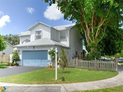 Davie Single Family Home For Sale: 5761 SW 55 Ave
