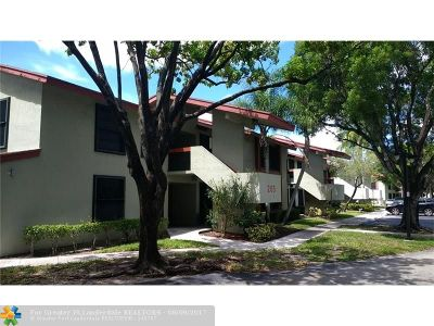 Oakland Park Condo/Townhouse For Sale: 205 Lake Pointe Dr #101