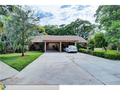 Coconut Creek Condo/Townhouse For Sale: 1764 Maplewood Cir #1764