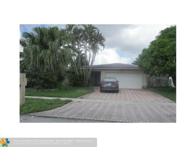 Tamarac Single Family Home For Sale: 8205 NW 73rd Ter