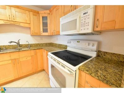 Deerfield Beach Condo/Townhouse For Sale: 4394 NW 9th Ave #21-3C