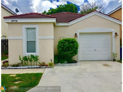 Margate Single Family Home For Sale: 6176 Mohawk Ter