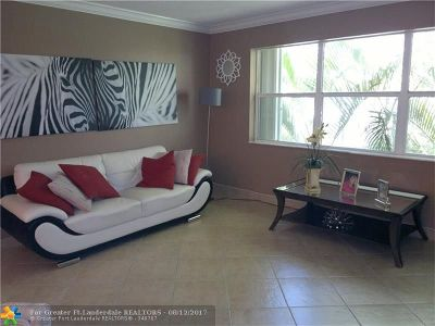 Deerfield Beach Condo/Townhouse For Sale: 550 SE 2nd Ave #G-21