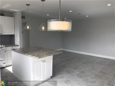 West Palm Beach Condo/Townhouse For Sale: 65 Canterbury C #65