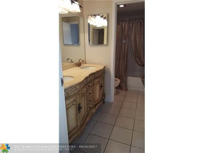 Coral Springs Condo/Townhouse For Sale: 8409 Forest Hills Dr #104