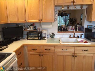 Coconut Creek Condo/Townhouse For Sale: 2402 Antigua Cir #B3