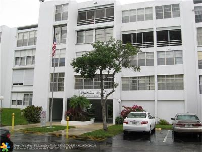 Plantation Condo/Townhouse For Sale: 6901 Cypress Rd #B16