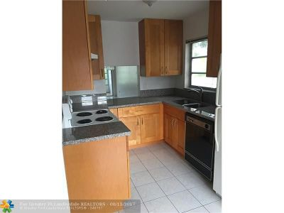 Tamarac Condo/Townhouse For Sale: 5901 NW 61st Ave #212