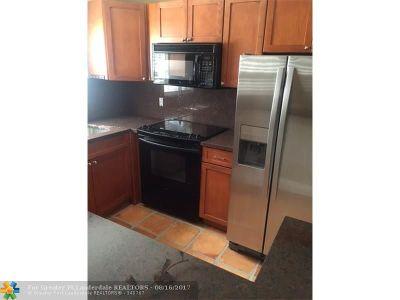 Wilton Manors Condo/Townhouse For Sale: 805 W Oakland Park Blvd #e3