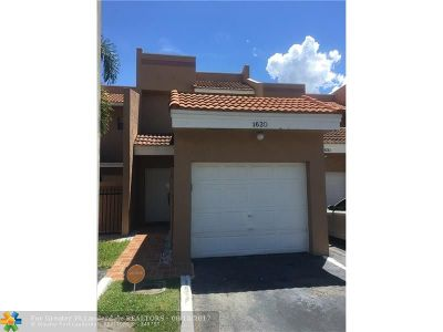 Pembroke Pines Condo/Townhouse For Sale: 1620 SW 120th Ave #1620