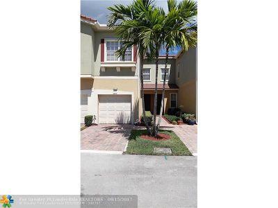 Tamarac Condo/Townhouse For Sale: 5857 Hampton Hills Blvd #5857