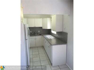 West Palm Beach Condo/Townhouse For Sale: 133 Norwich F #133
