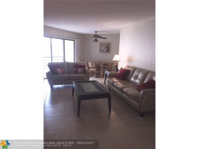 Plantation Condo/Townhouse For Sale: 6655 W Broward Blvd #200