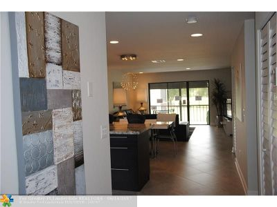 Boca Raton Condo/Townhouse For Sale: 8440 Casa Del Lago #23j