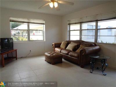 Deerfield Beach Condo/Townhouse For Sale: 320 Markham O #320