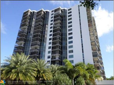 Aventura Condo/Townhouse For Sale: 3375 N Country Club Dr #1104