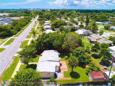 Pompano Beach Single Family Home For Sale: 5215 NE 19th Te