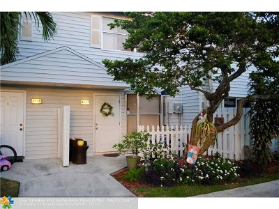 Pompano Beach Condo/Townhouse For Sale: 2827 NE 15th St #2827