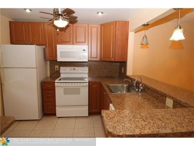 Margate Condo/Townhouse For Sale: 7205 NW 5th Ct #102