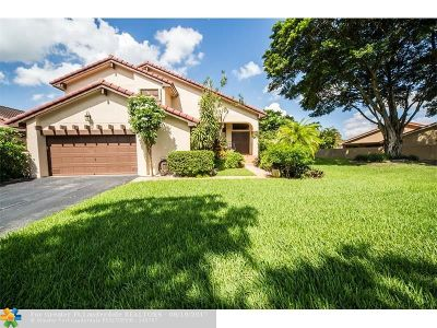 Hialeah Single Family Home For Sale: 17526 NW 61st Pl