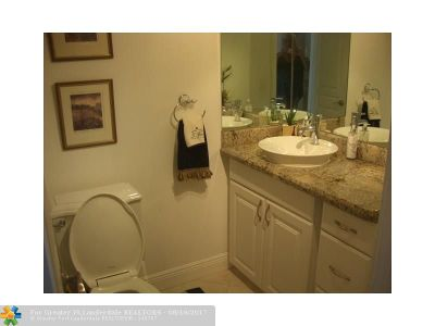 Deerfield Beach Condo/Townhouse For Sale: 800 SE 20 #1007