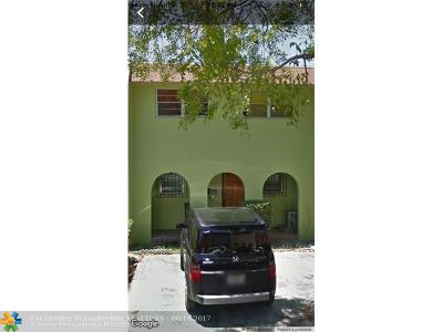 Hialeah Condo/Townhouse For Sale: 6900 W 2nd Ln #6900