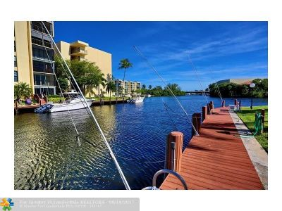 Boca Raton Condo/Townhouse For Sale: 6 Royal Palm Way #406