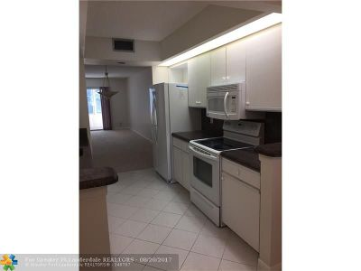 Coconut Creek Condo/Townhouse For Sale: 1601 Abaco Dr #B1