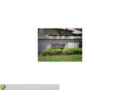 Lauderhill Condo/Townhouse For Sale: 3537 Inverrary Blvd #3537