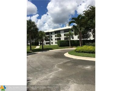 West Palm Beach Condo/Townhouse For Sale: 3650 Whitehall Dr #402