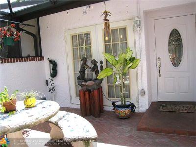 Tamarac Condo/Townhouse For Sale: 6383 W Pinehurst Cir #6383