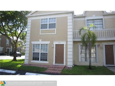 Cooper City Condo/Townhouse For Sale: 2860 S Edgehill Ln #2860