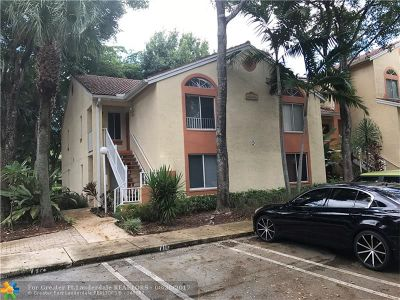 Coral Springs Condo/Townhouse For Sale: 900 Coral Club Dr #900