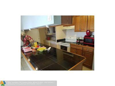 Tamarac Condo/Townhouse For Sale: 4505 Treehouse Ln #H