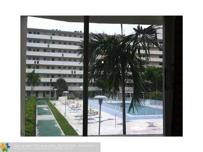 North Miami Beach Condo/Townhouse For Sale: 1770 NE 191st St #213-1