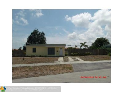 Pompano Beach Single Family Home For Sale: 560 NE 42nd St