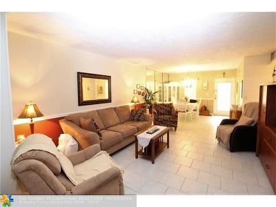 Lauderdale Lakes Condo/Townhouse For Sale: 2831 Somerset Dr #105