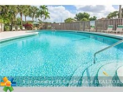 Coconut Creek Condo/Townhouse For Sale: 4704 Satinwood Trl #4704